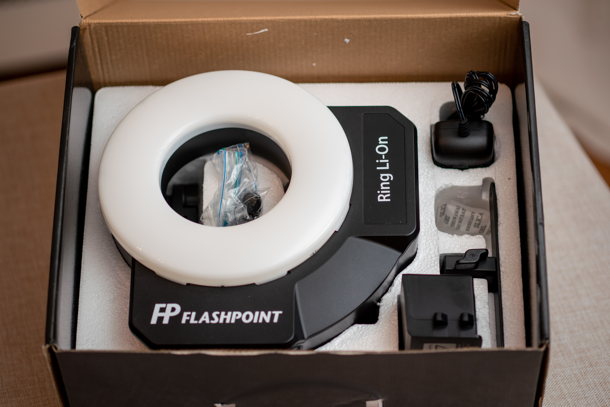 Flashpoint RF-400 Ring Li-On 400ws Ringflash with Battery Pack